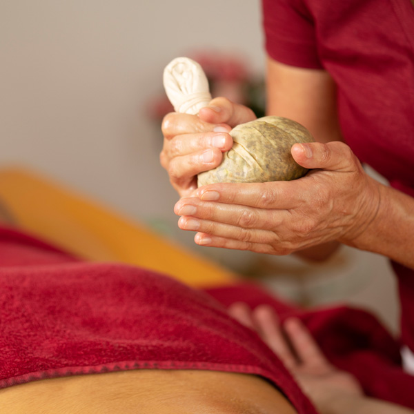 Pinda Sveda Ayurveda Massage