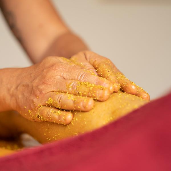 Ayurvedische Kräuterpastenmassage