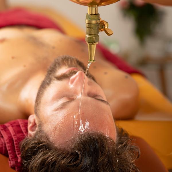 Shirodhara Ayurveda Massage